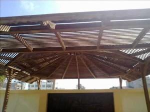 مظلات خشبية